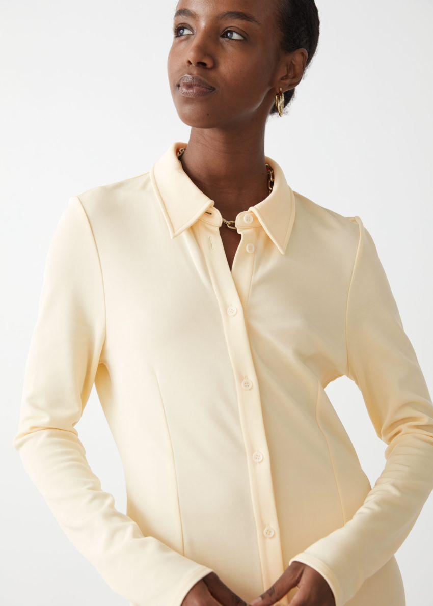앤아더스토리즈 카라 맥시 셔츠 드레스의 라이트 옐로우컬러 ECOMLook입니다.