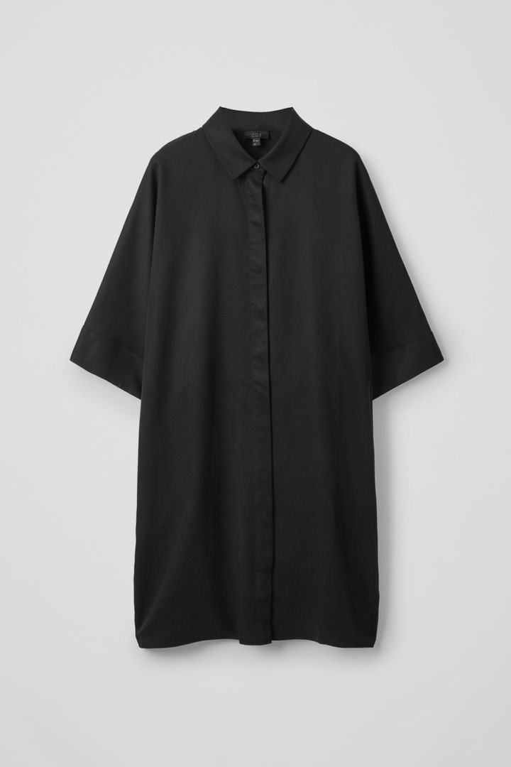 COS hover image 7 of 블랙 in 드레이프드 박시 셔츠 드레스