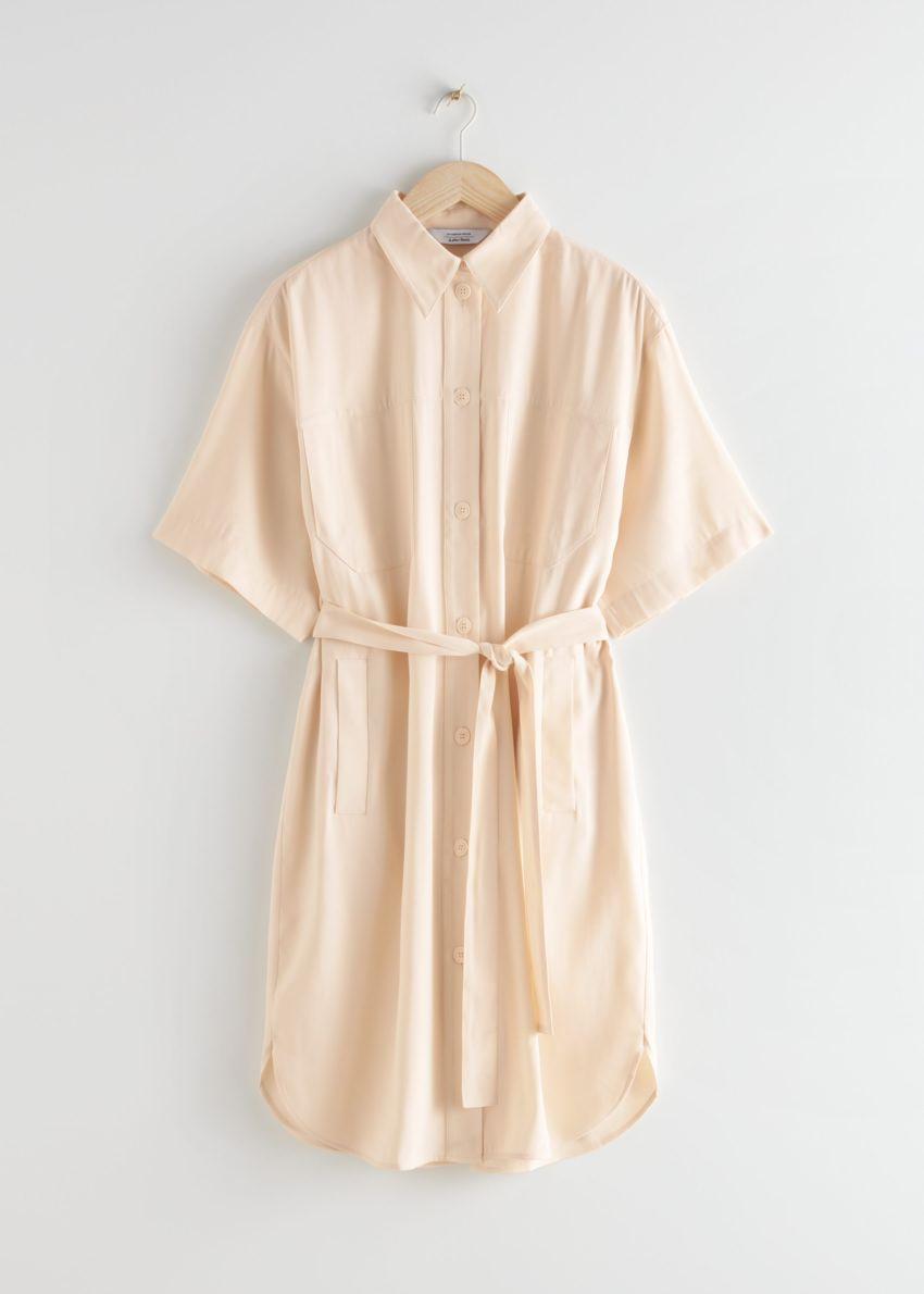 앤아더스토리즈 오버사이즈 미디 셔츠 드레스의 베이지컬러 Product입니다.