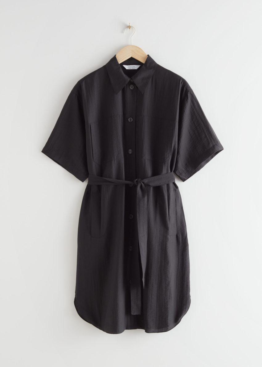 앤아더스토리즈 오버사이즈 미디 셔츠 드레스의 블랙컬러 Product입니다.