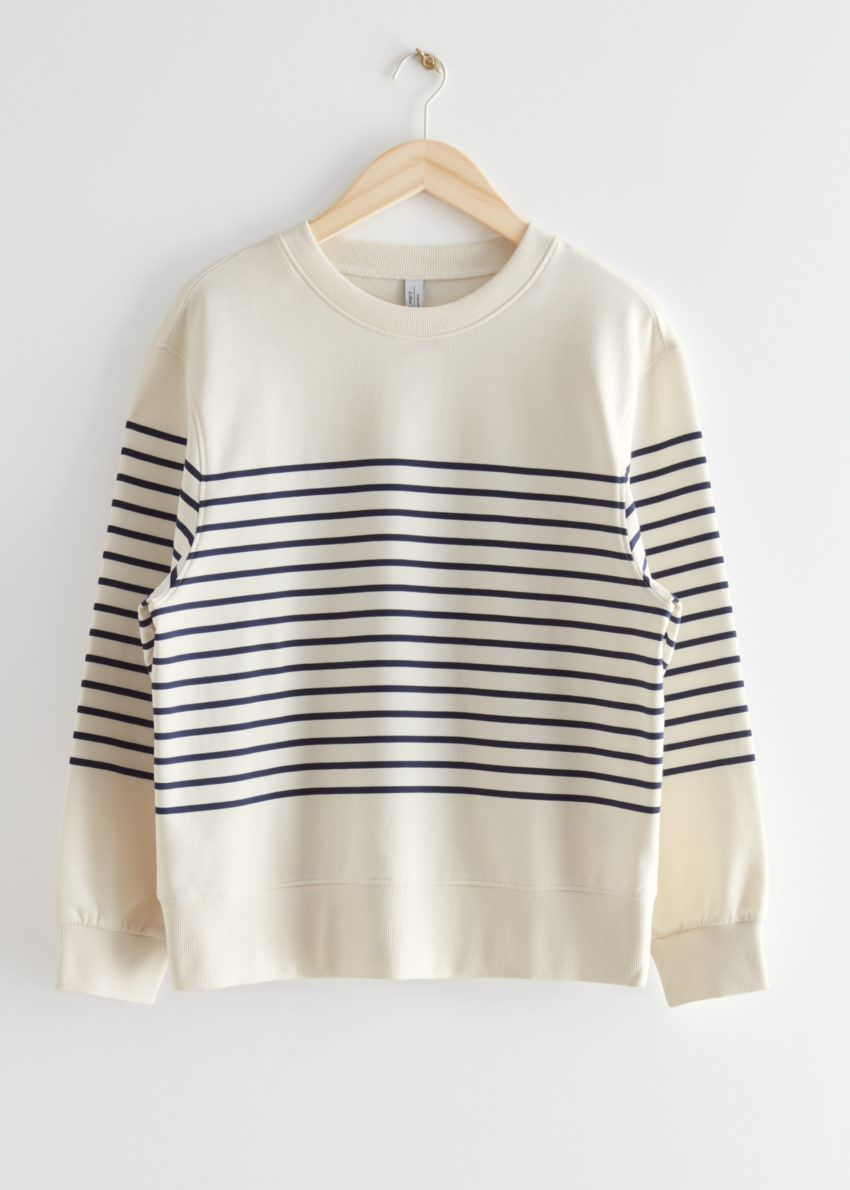 앤아더스토리즈 브레튼 스트라이프 스웨터의 네이비/화이트 스트라이프컬러 Product입니다.