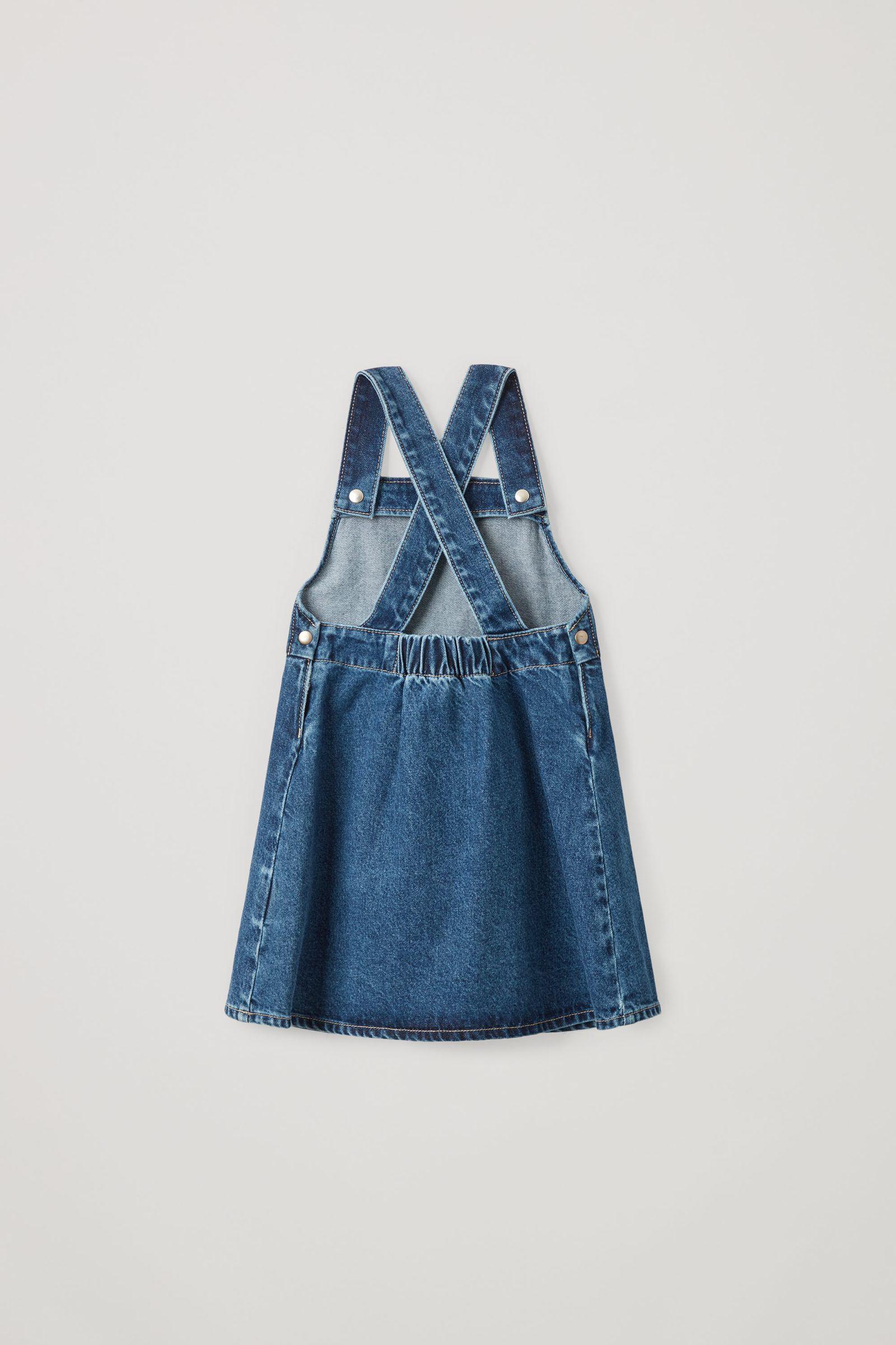 COS 오가닉 코튼 데님 에이프런 드레스의 블루컬러 Product입니다.