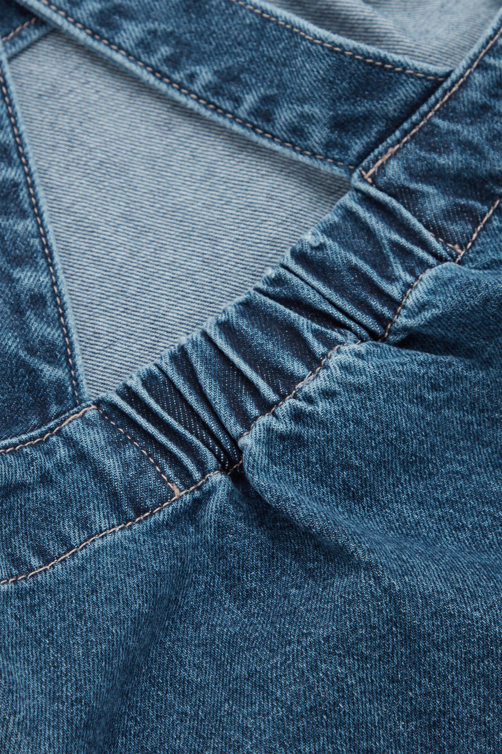 COS 오가닉 코튼 데님 에이프런 드레스의 블루컬러 Detail입니다.