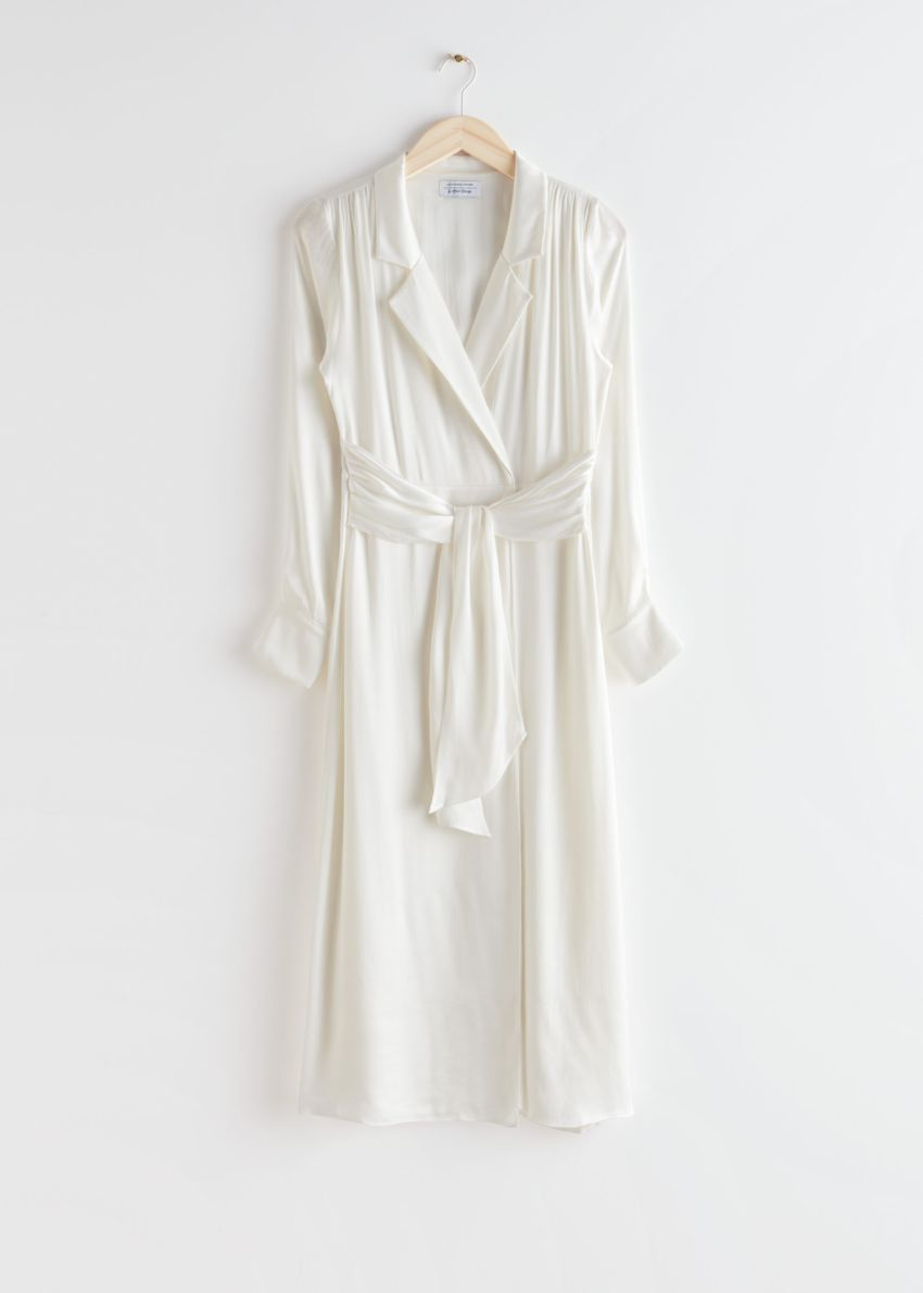 앤아더스토리즈 벨티드 패디드 숄더 쿠프로 미디 드레스의 화이트컬러 Product입니다.