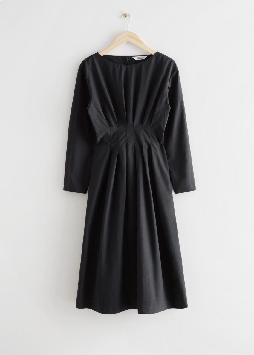 앤아더스토리즈 드레이프 액센츄에이티드 웨이스트 미디 드레스의 블랙컬러 Product입니다.