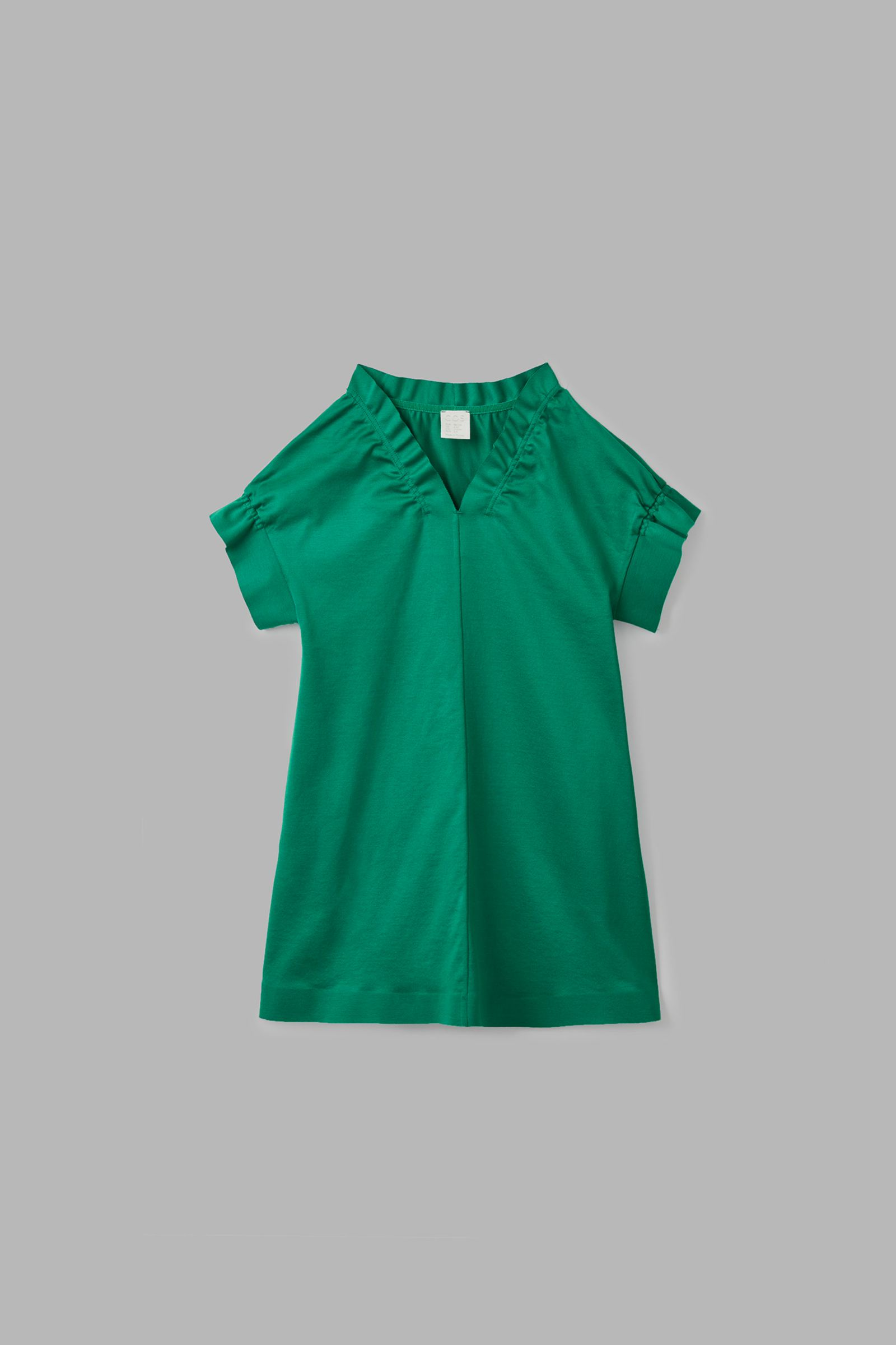 COS 루쉬 트림드 드레스의 그린컬러 Product입니다.