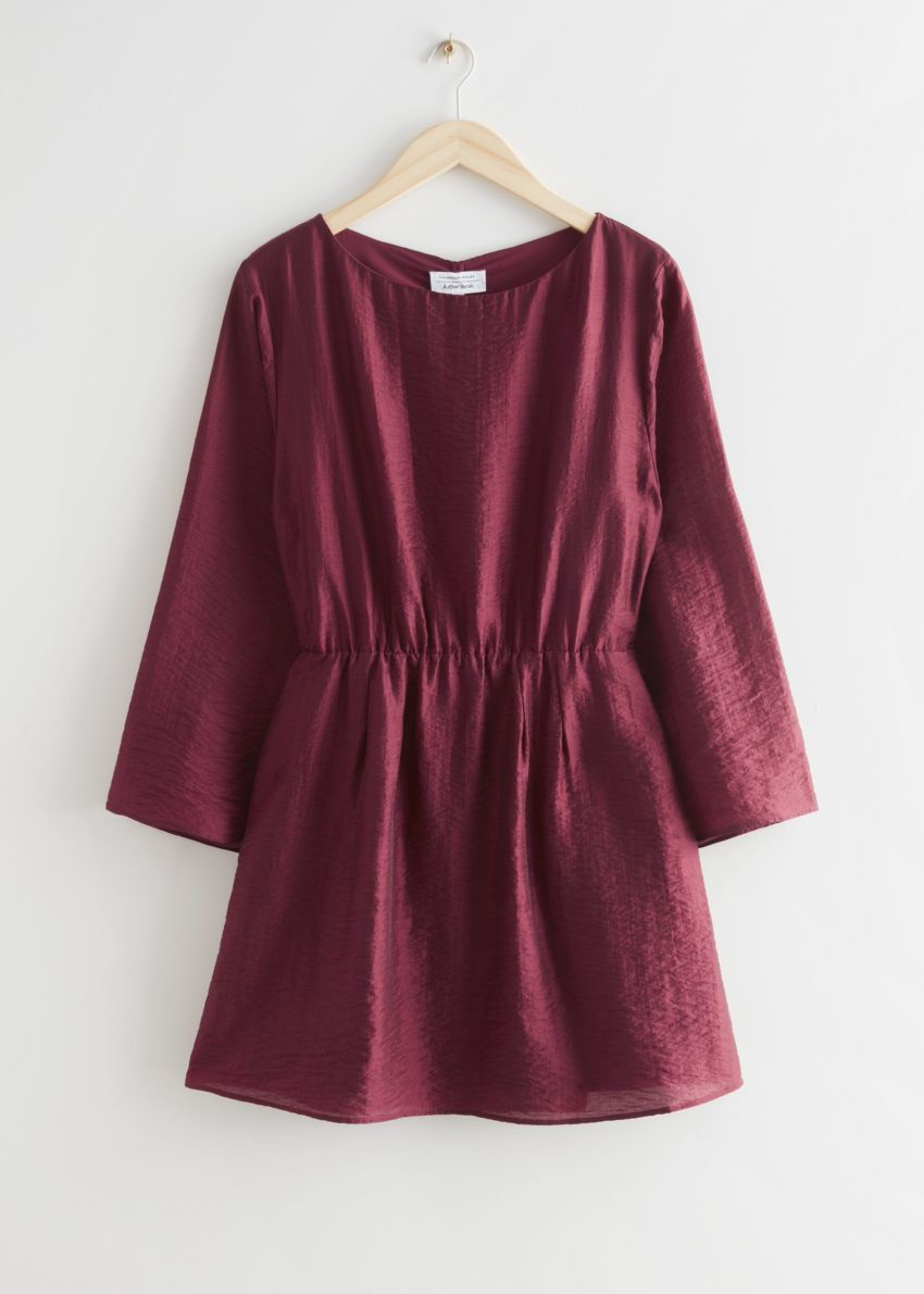 앤아더스토리즈 릴렉스드 오픈 백 미니 드레스의 레드컬러 Product입니다.