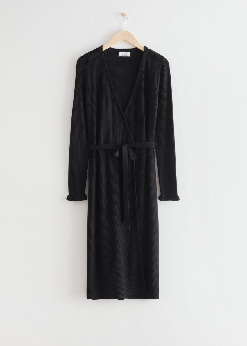 앤아더스토리즈 립 미디 랩 드레스의 블랙컬러 Product입니다.