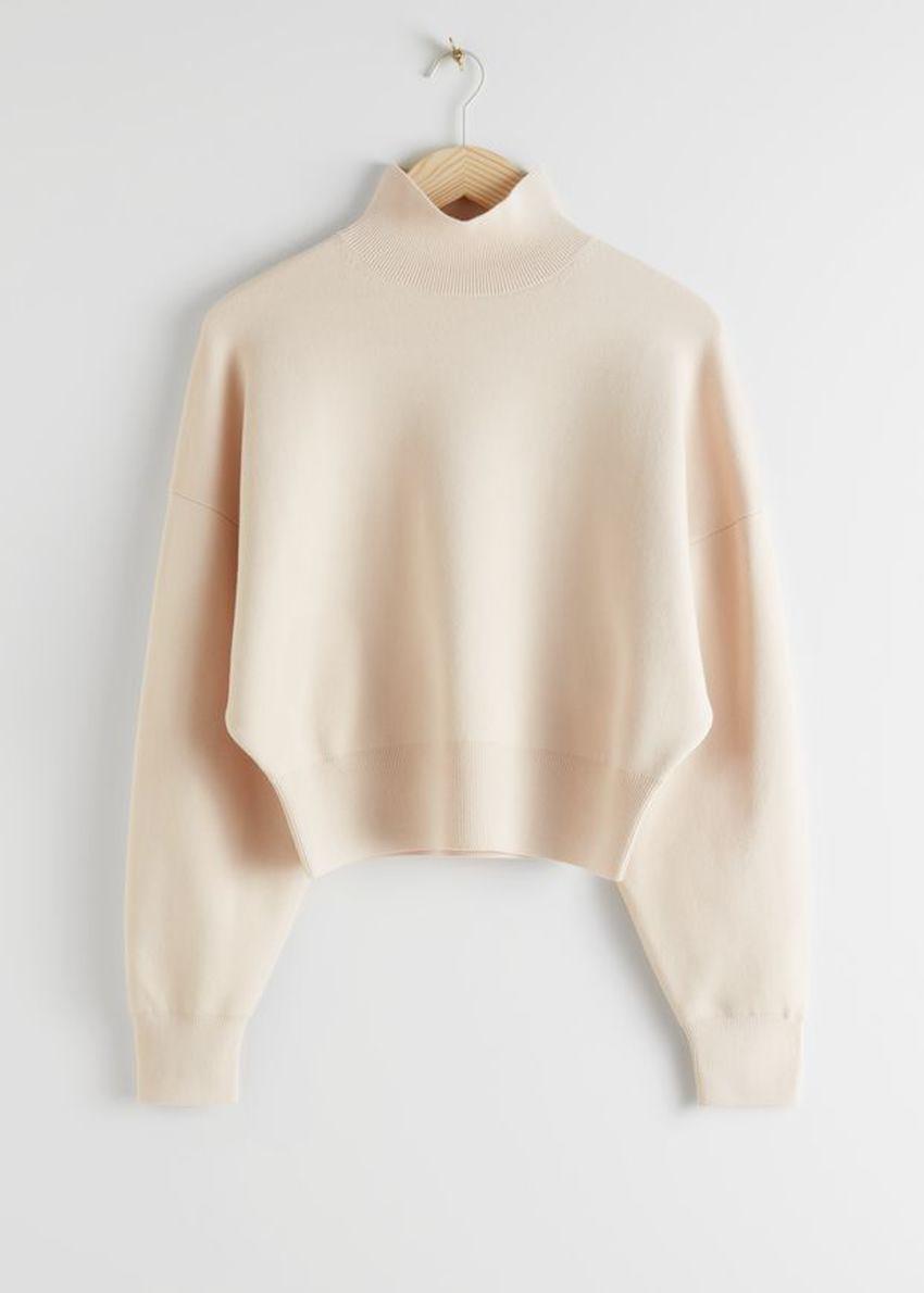 앤아더스토리즈 박시 모크 넥 스웨터의 베이지컬러 Product입니다.