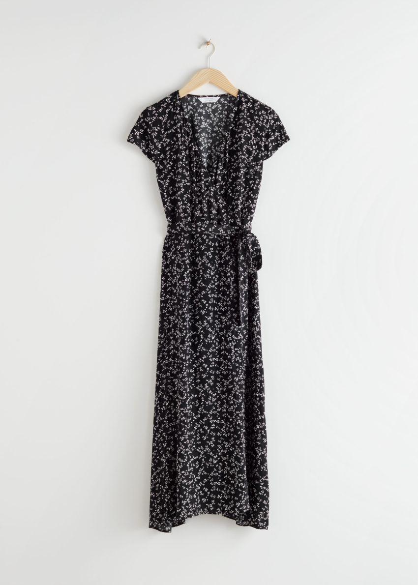 앤아더스토리즈 플로럴 미디 랩 드레스의 플라워 프린트컬러 Product입니다.