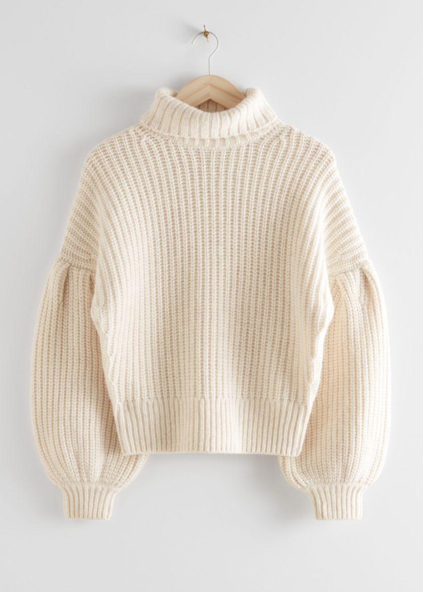 앤아더스토리즈 벌룬 슬리브 니트 스웨터의 크림컬러 Product입니다.