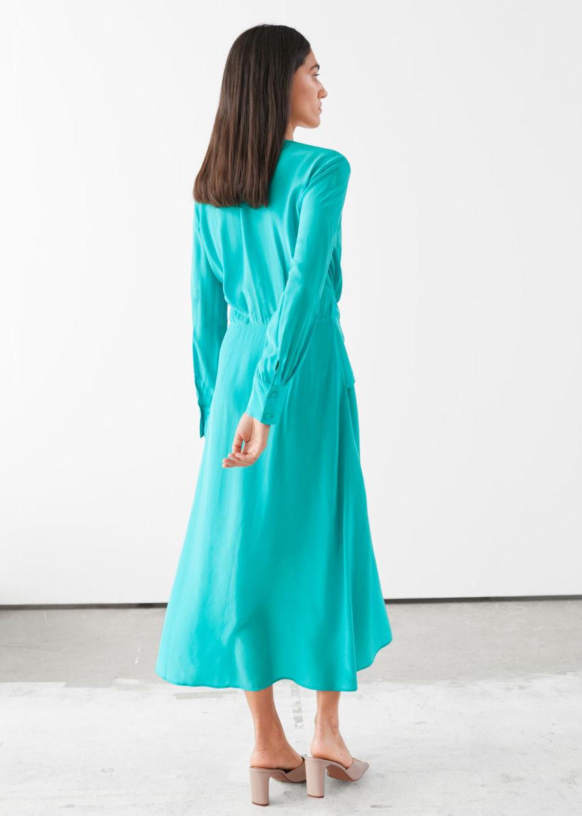 앤아더스토리즈 스카프 타이 플로위 미디 드레스의 터쿼이즈컬러 ECOMLook입니다.