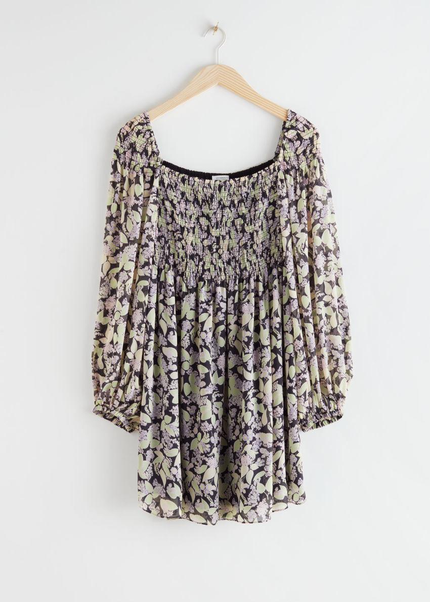 앤아더스토리즈 볼류미너스 플로럴 스모크 드레스의 블랙 플로럴컬러 Product입니다.