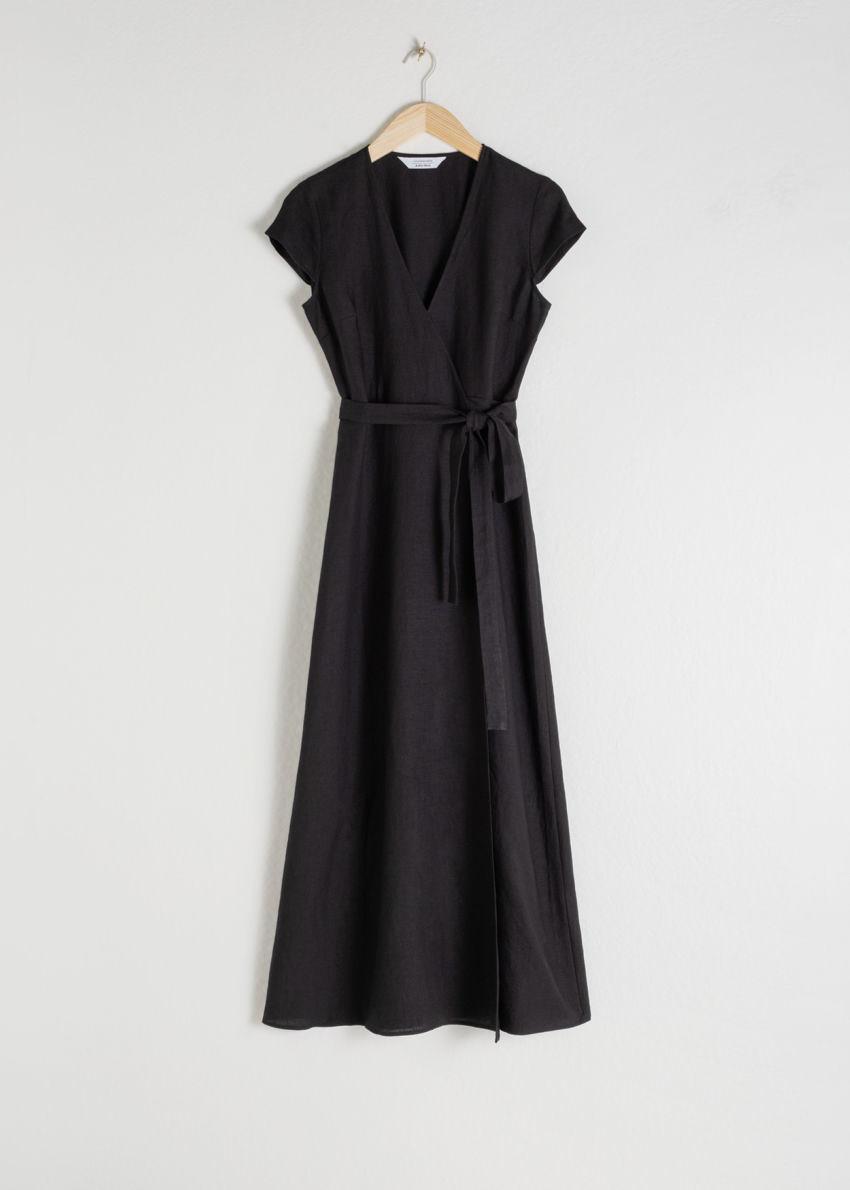 앤아더스토리즈 깅엄 리넨 미디 랩 드레스의 블랙컬러 Product입니다.