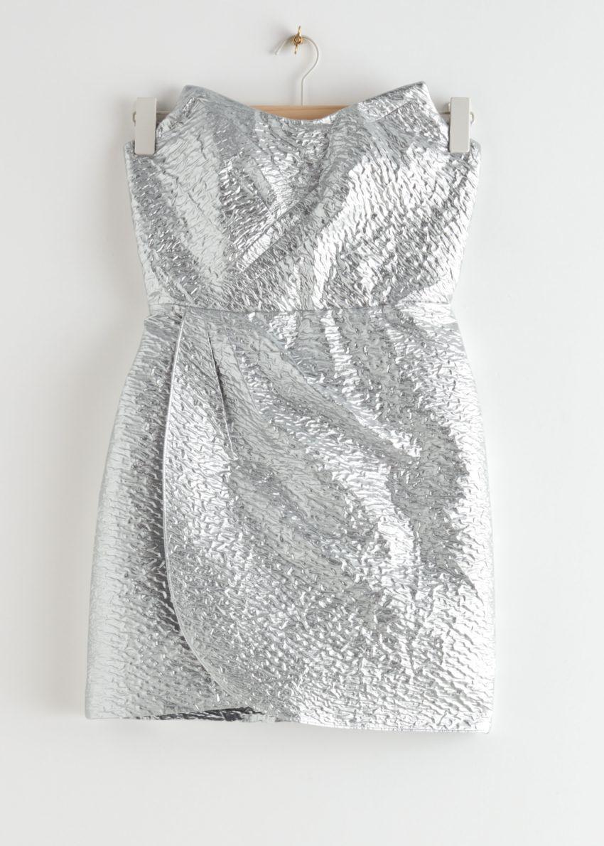 앤아더스토리즈 드레이프 스트랩리스 자카드 미니 드레스의 실버 메탈릭컬러 Product입니다.