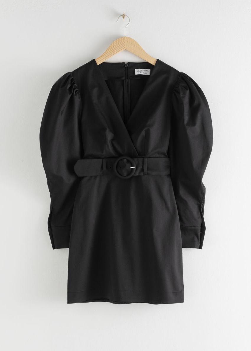 앤아더스토리즈 벨티드 퍼프 슬리브 미니 드레스의 블랙컬러 Product입니다.
