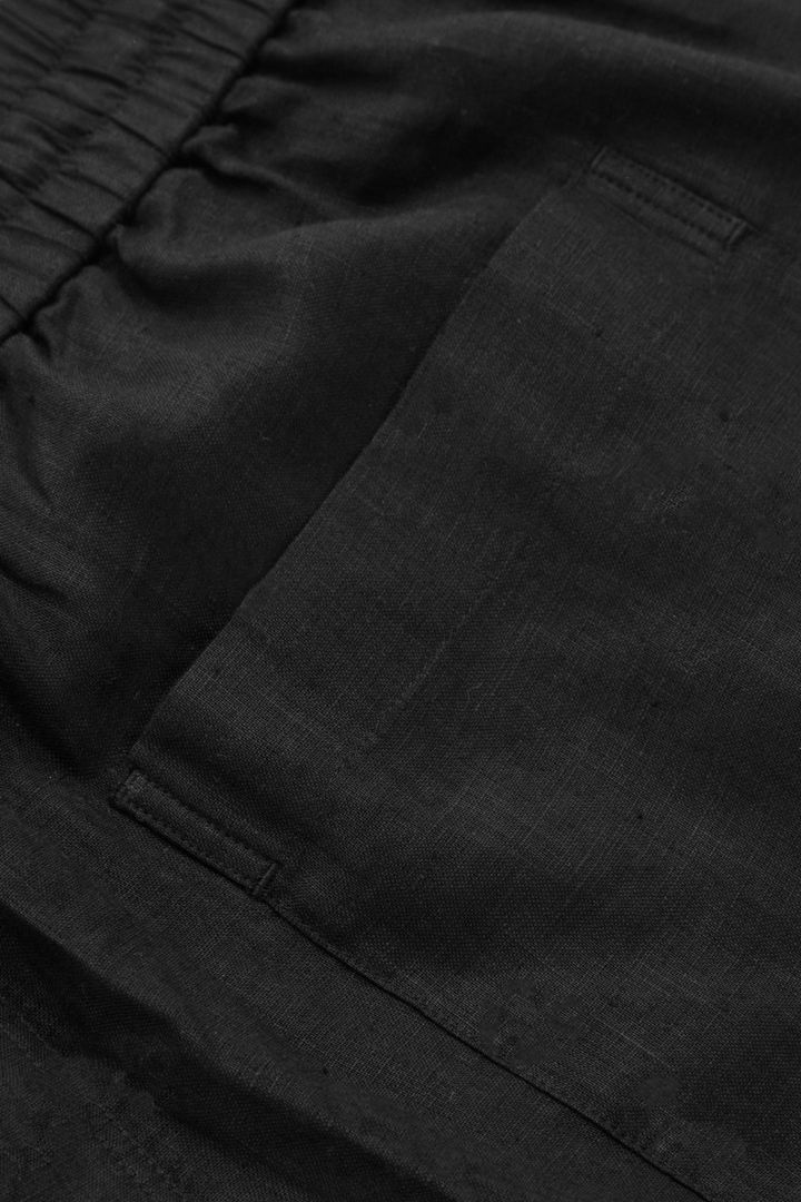 COS 헴프 쇼츠의 블랙컬러 Detail입니다.