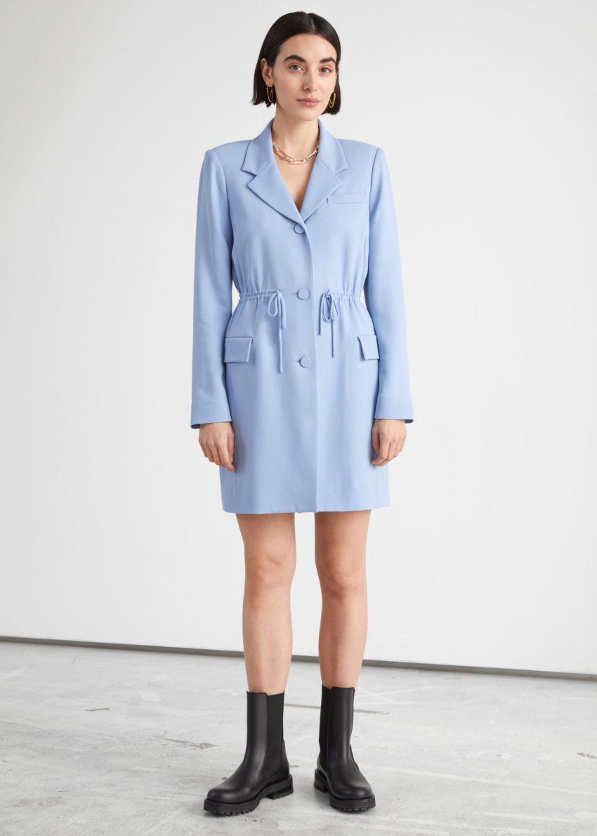 앤아더스토리즈 드로스트링 웨이스트 블레이저 미니 드레스의 라이트 블루컬러 ECOMLook입니다.