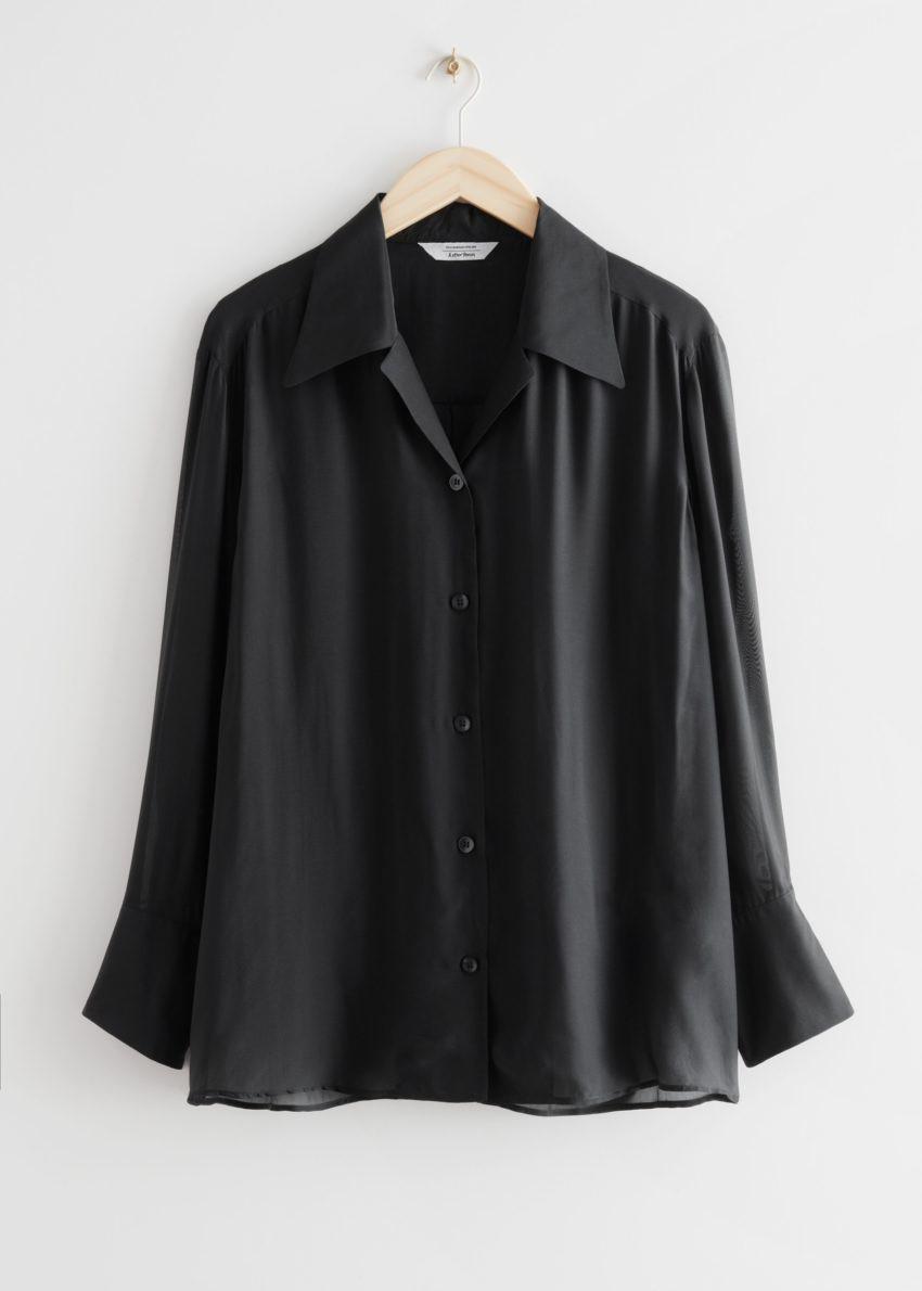 앤아더스토리즈 시어 릴렉스드 실크 블렌드 셔츠의 블랙컬러 Product입니다.