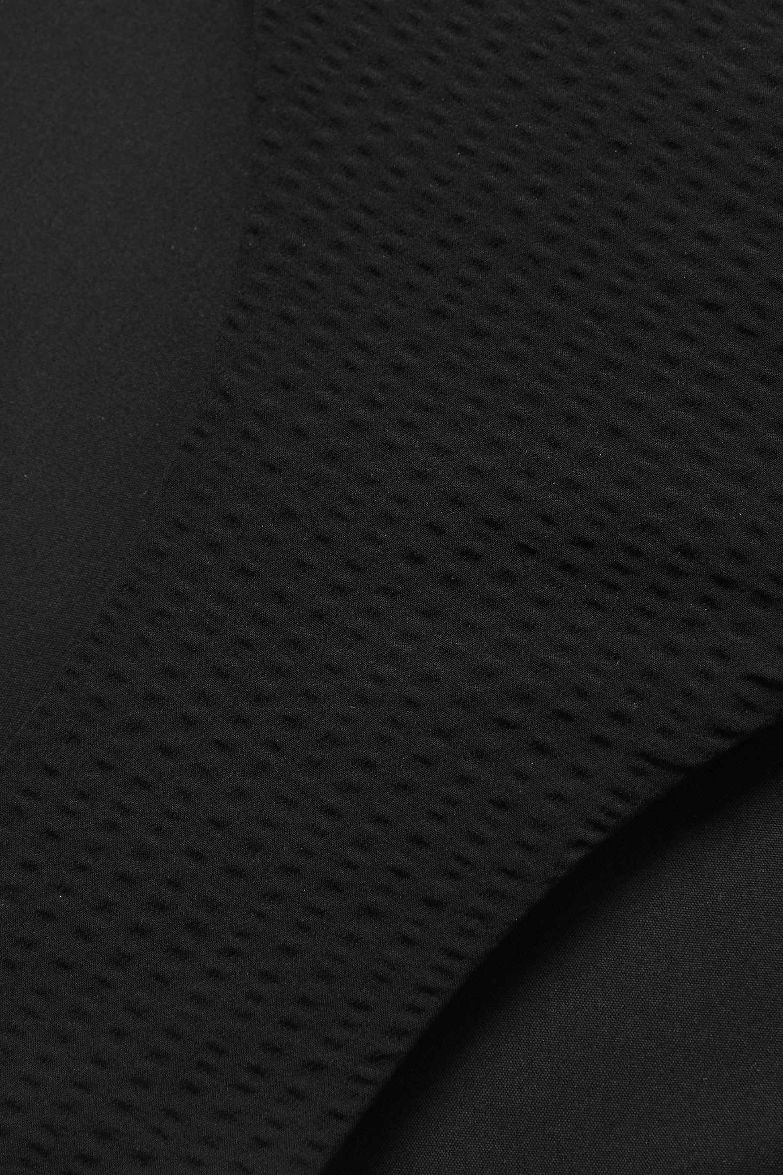 COS 슬림 비키니 브리프의 블랙컬러 Detail입니다.