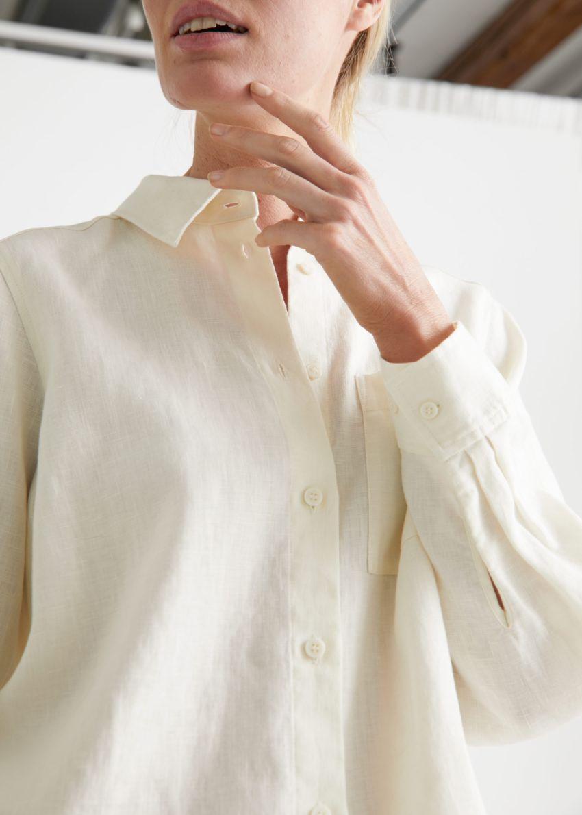 앤아더스토리즈 패치 포켓 리넨 셔츠의 크림컬러 ECOMLook입니다.