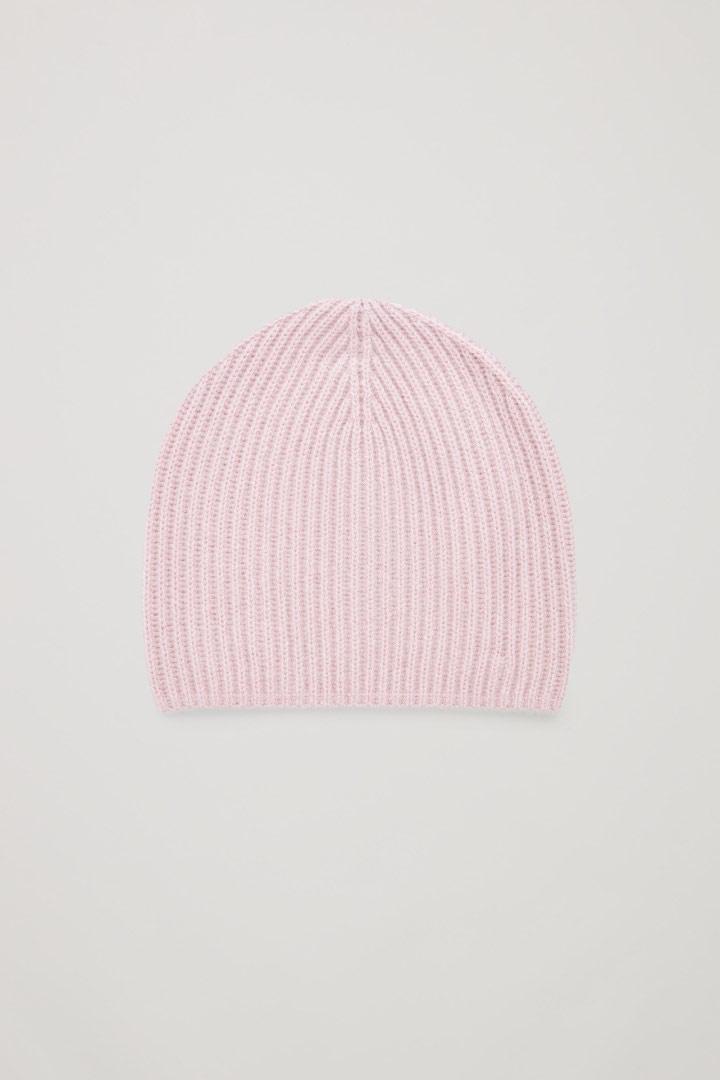 COS image 9 of 로즈 핑크 in 리브드 캐시미어 햇
