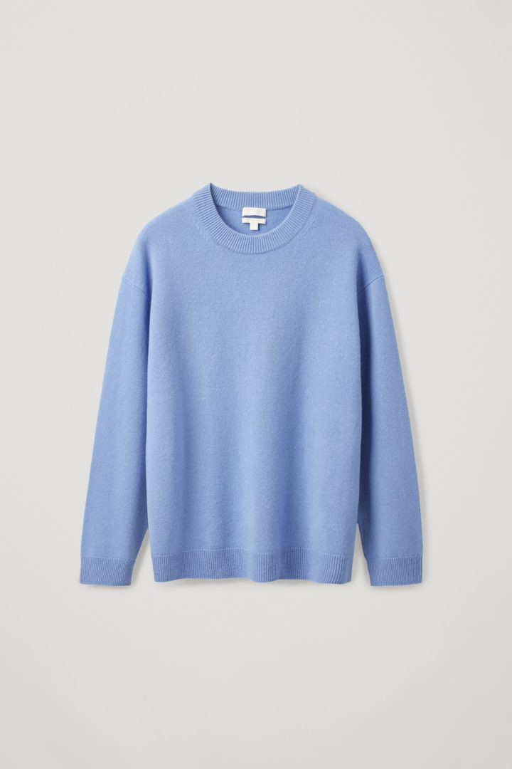 COS 캐시미어 오버사이즈 스웨터의 블루컬러 Product입니다.