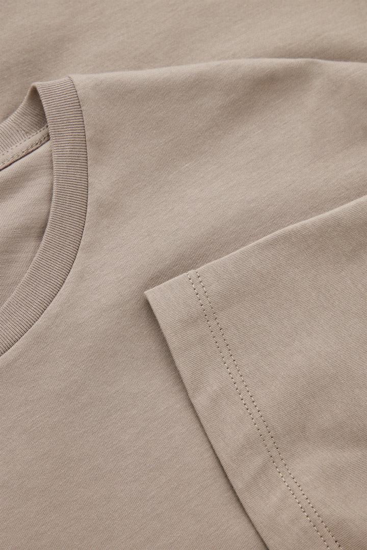 COS 레귤러 핏 티셔츠의 브라운컬러 Detail입니다.