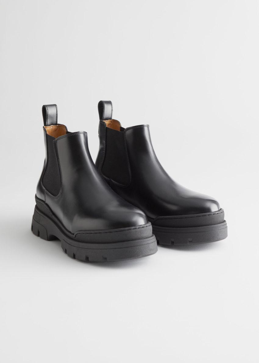 앤아더스토리즈 청키 레더 첼시 부츠의 블랙컬러 Product입니다.