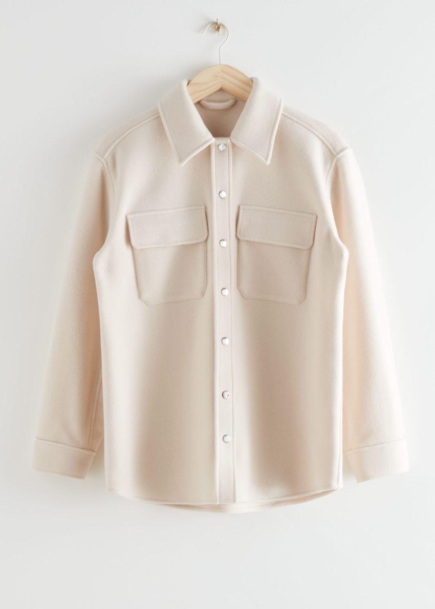 앤아더스토리즈 오버사이즈 울 블렌드 워크웨어 셔츠의 크림컬러 Product입니다.