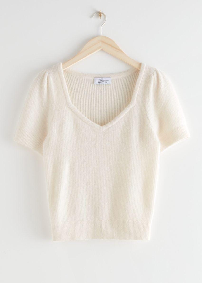 앤아더스토리즈 알파카 블렌드 니트 스웨터의 크림컬러 Product입니다.
