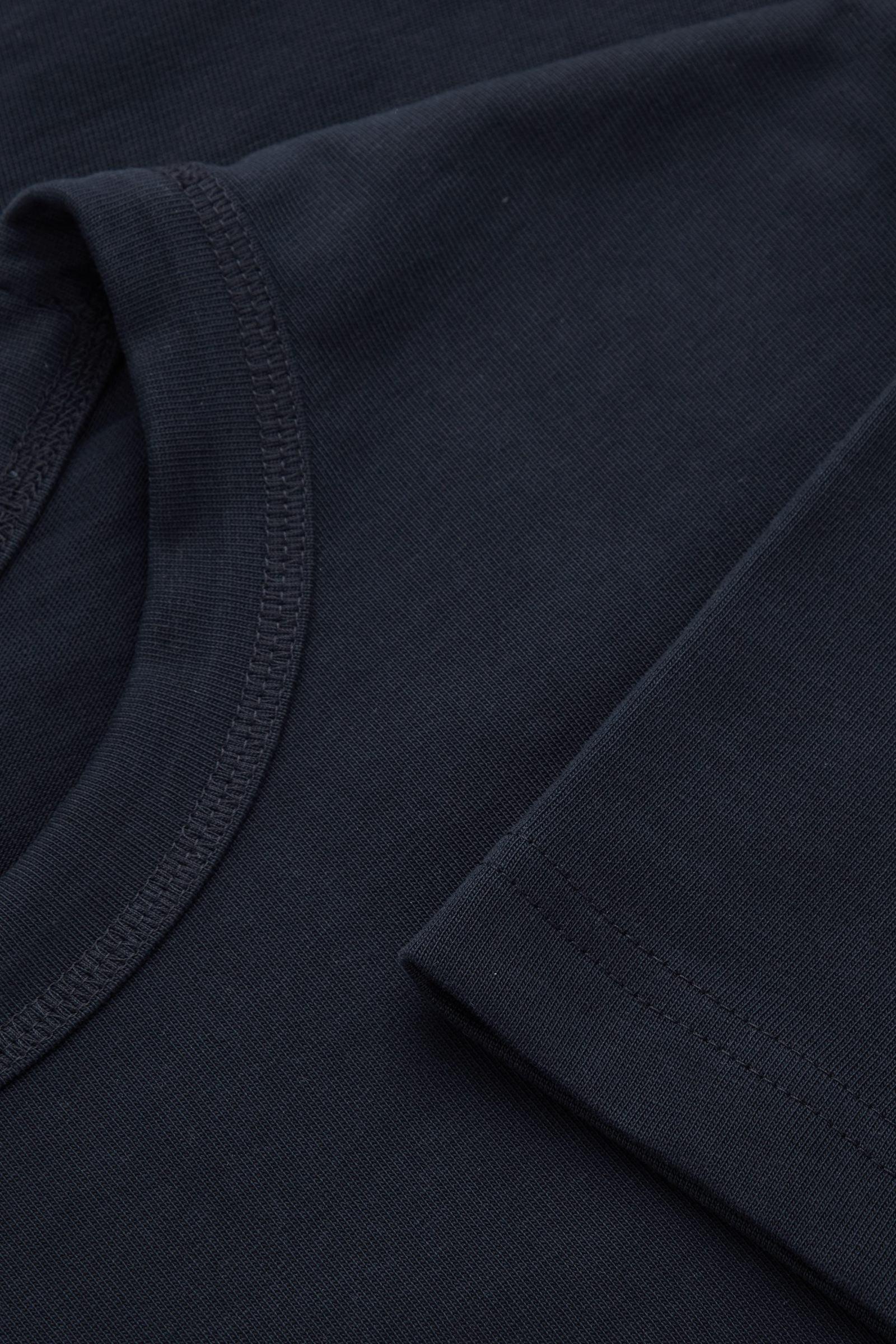 COS 박시 티셔츠의 다크 네이비컬러 Detail입니다.