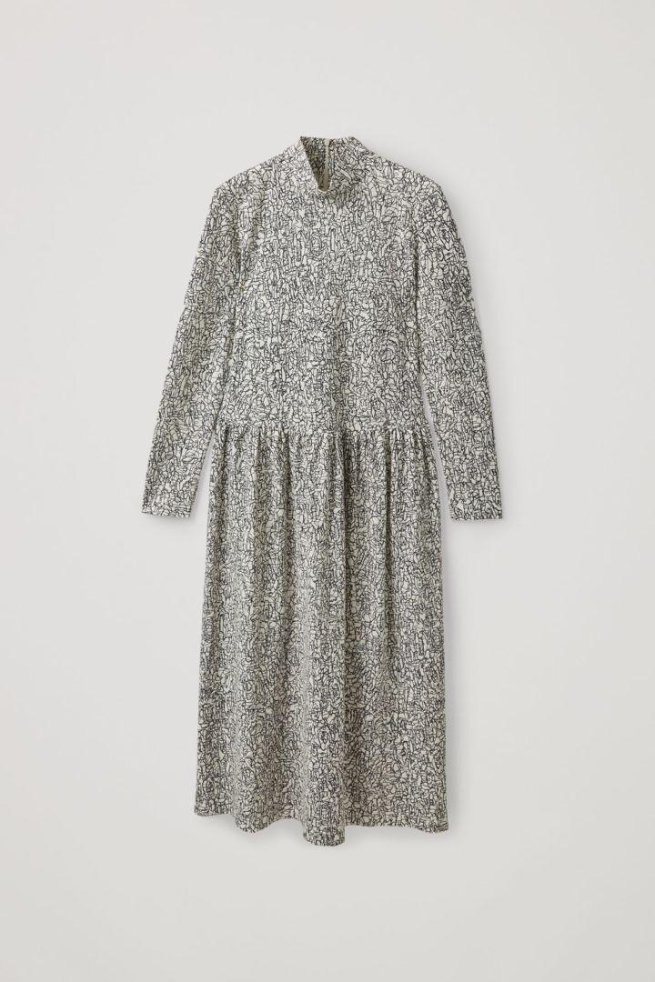 COS 롤넥 오가닉 코튼 드레스의 화이트 / 블랙컬러 Product입니다.