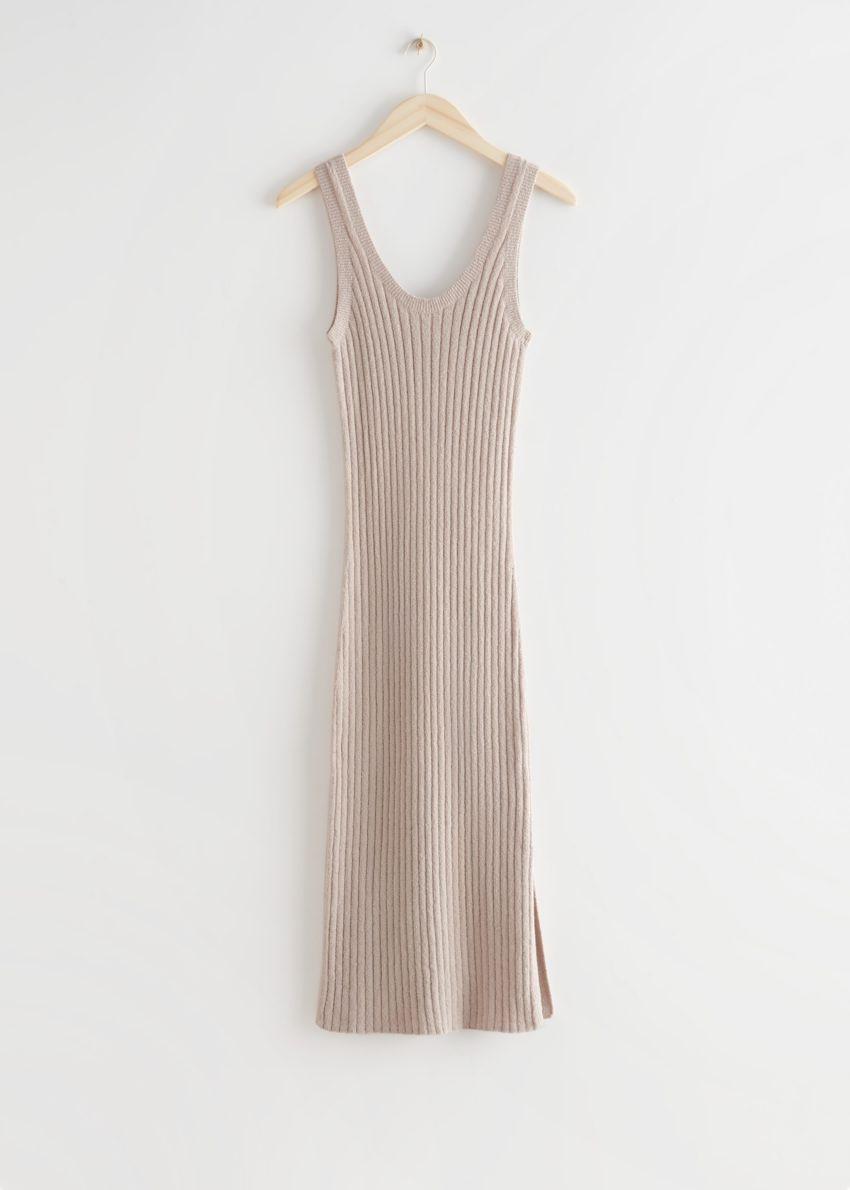 앤아더스토리즈 슬리브리스 립 니트 미디 드레스의 오트밀컬러 Product입니다.