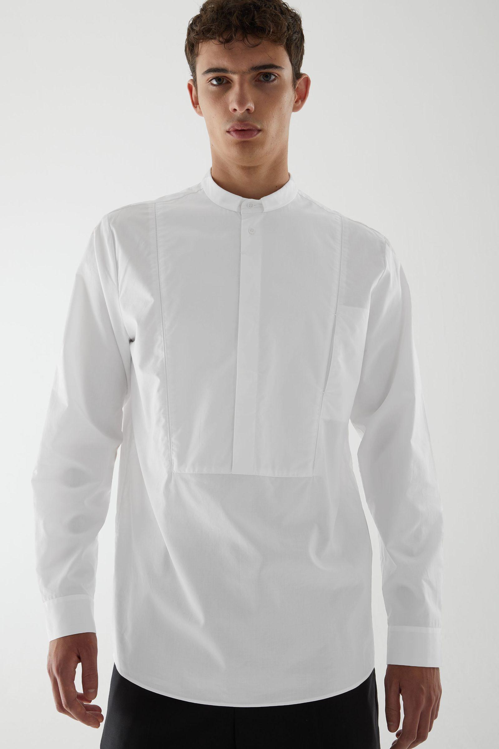 COS 코튼 튜닉 스타일 빕 셔츠의 화이트컬러 ECOMLook입니다.
