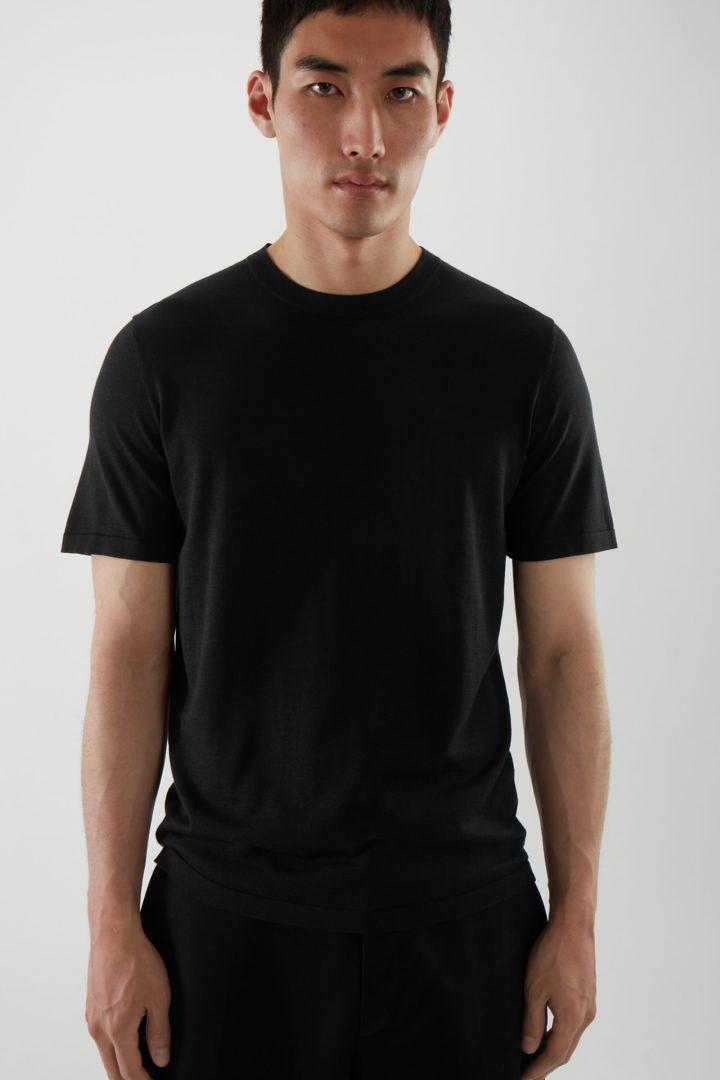 COS default image 7 of 블랙 in 레귤러 핏 니티드 실크 티셔츠