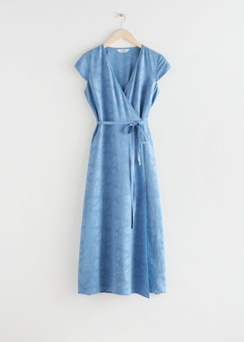 앤아더스토리즈 자카드 랩 맥시 드레스의 블루컬러 Product입니다.