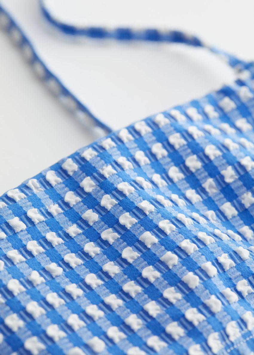 앤아더스토리즈 시어서커 방도 비키니 탑의 블루 깅엄컬러 Detail입니다.