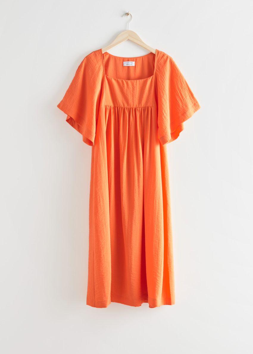 앤아더스토리즈 플러터 슬리브 미디 드레스의 오렌지컬러 Product입니다.