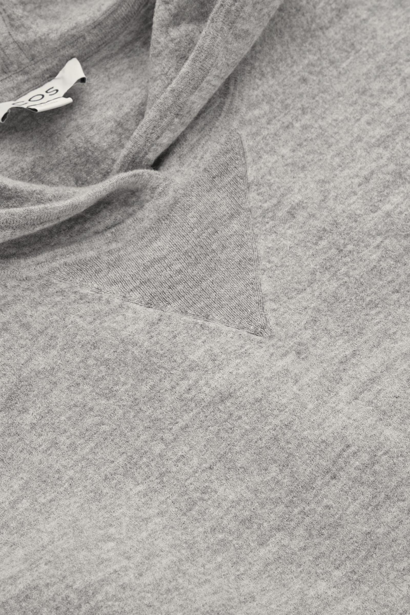 COS 오버사이즈 울 후디의 라이트 그레이컬러 Detail입니다.