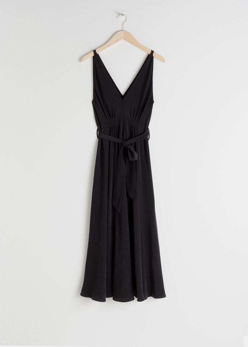 앤아더스토리즈 벨티드 실크 미디 드레스의 블랙컬러 Product입니다.