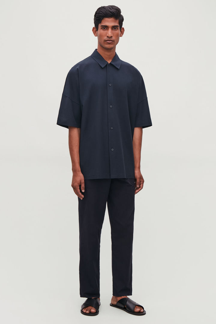 COS default image 3 of 블루 in 릴랙스드 쇼트 슬리브 셔츠