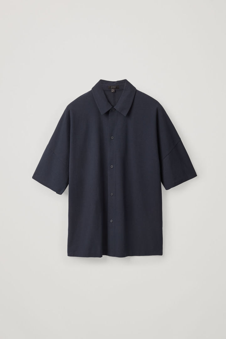 COS hover image 3 of 블루 in 릴랙스드 쇼트 슬리브 셔츠