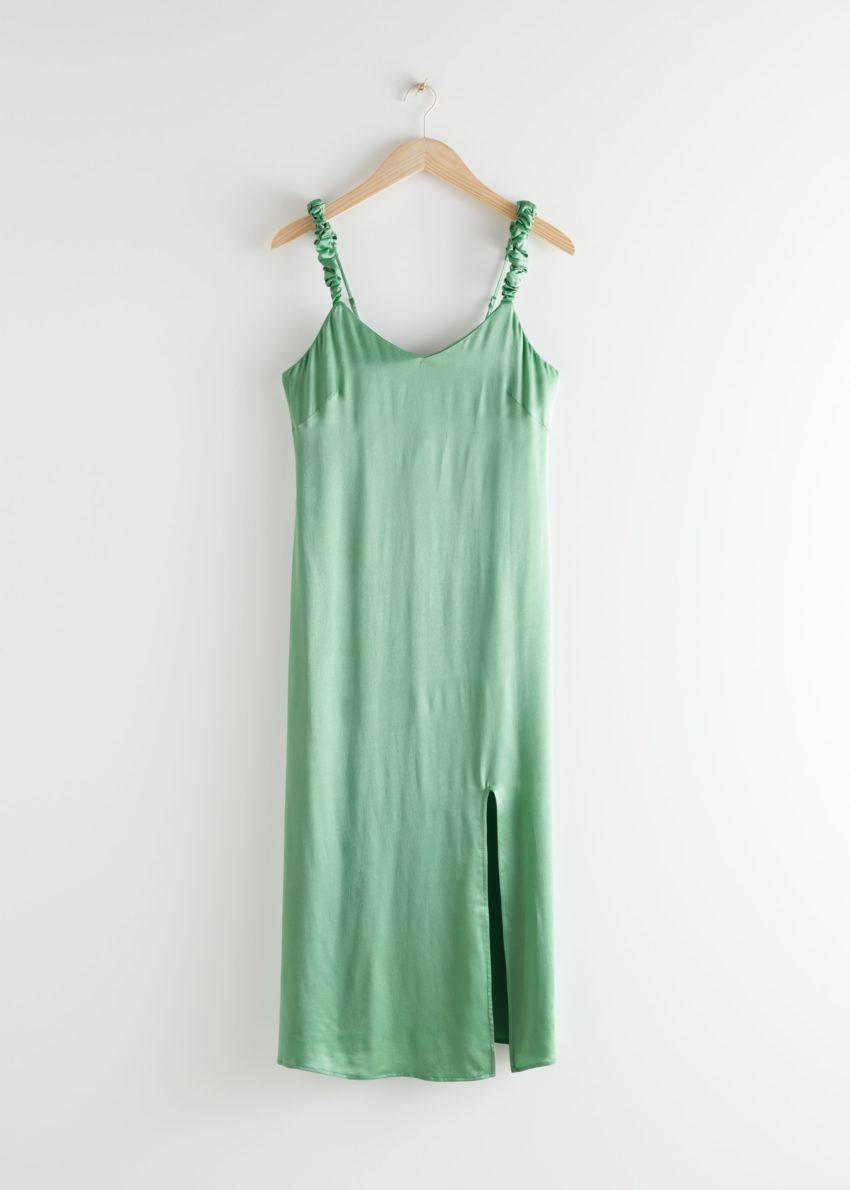 앤아더스토리즈 스크런치 스트랩 미디 드레스의 그린컬러 Product입니다.