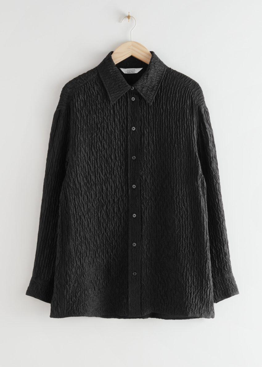 앤아더스토리즈 볼류미너스 크링클 실크 블렌드 셔츠의 블랙컬러 Product입니다.