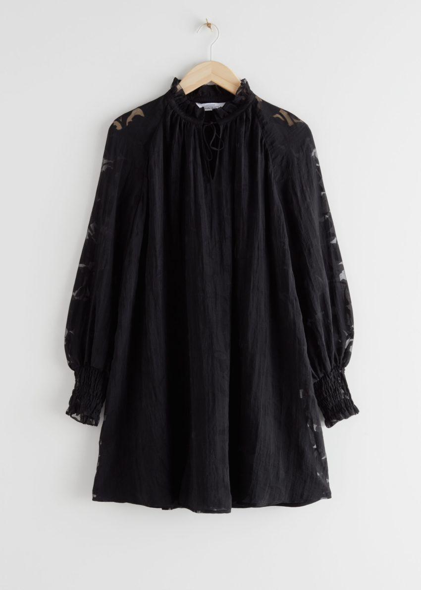앤아더스토리즈 릴렉스드 A 라인 벌룬 슬리브 미니 드레스의 블랙컬러 Product입니다.