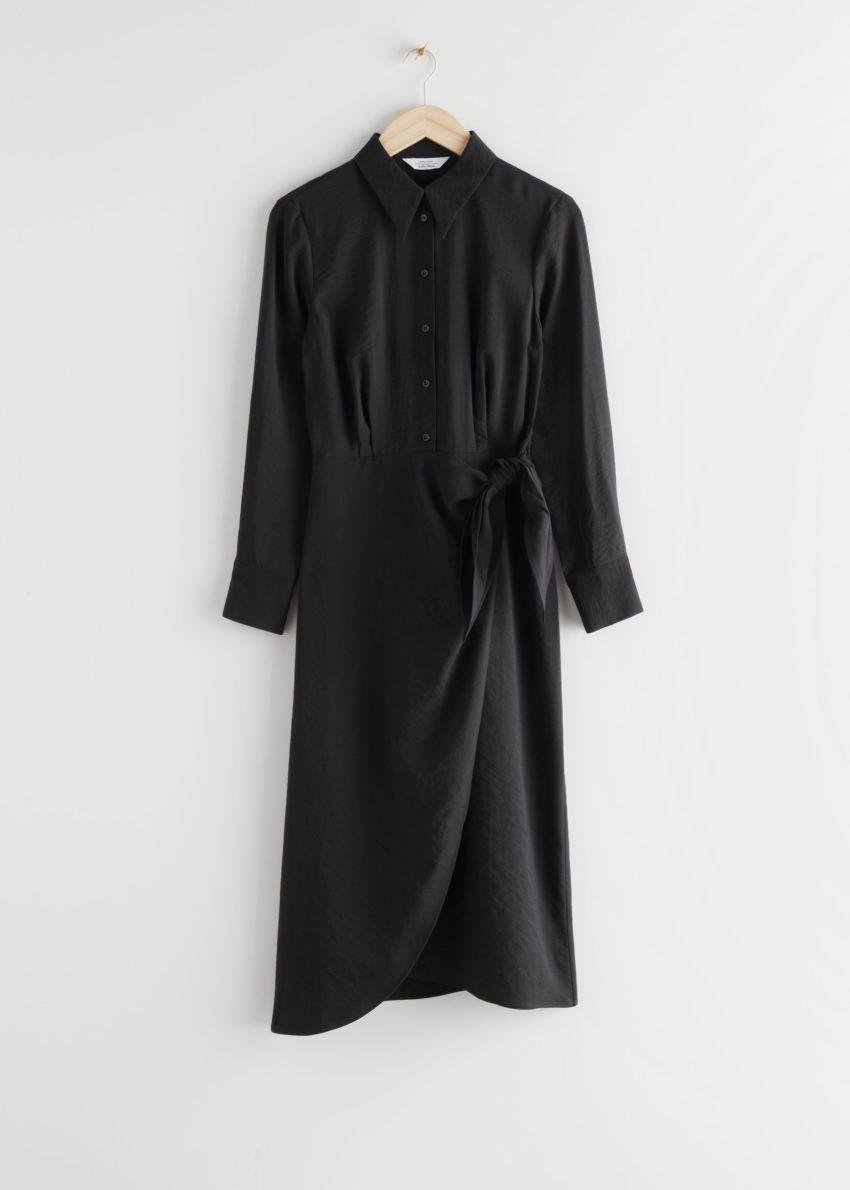 앤아더스토리즈 랩 미디 드레스의 블랙컬러 Product입니다.