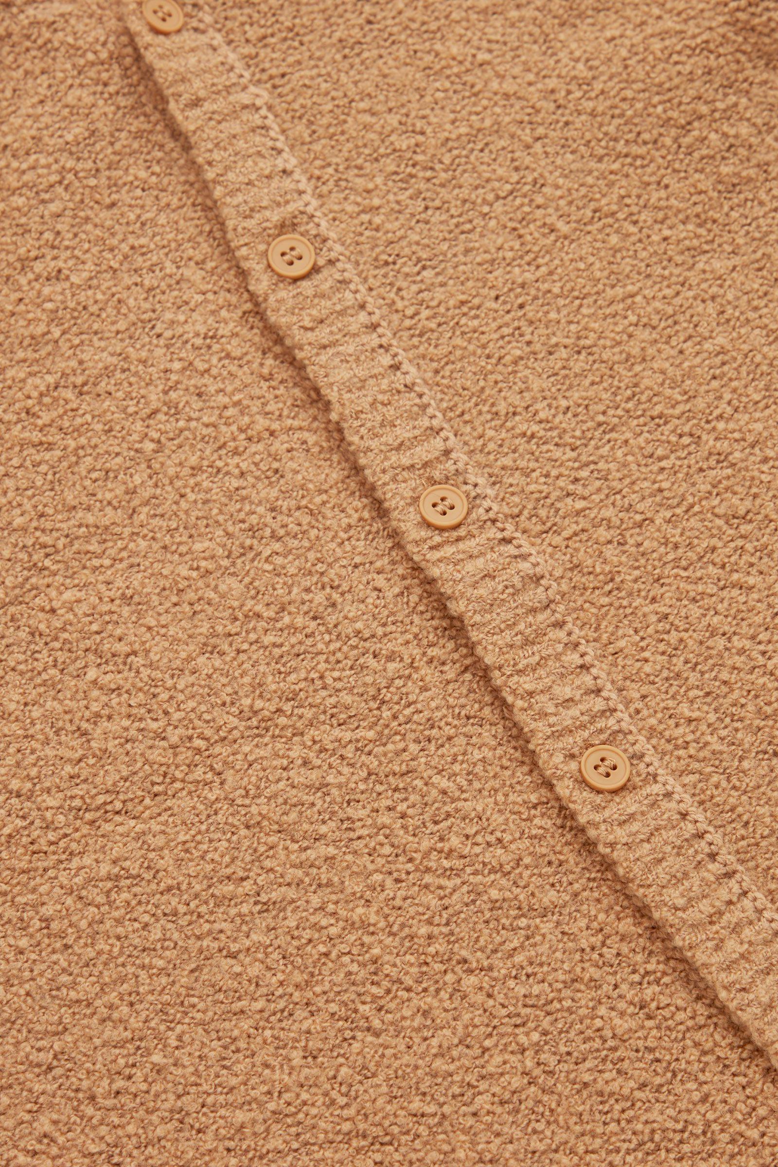COS 후드 울 베이비그로우의 베이지컬러 Detail입니다.