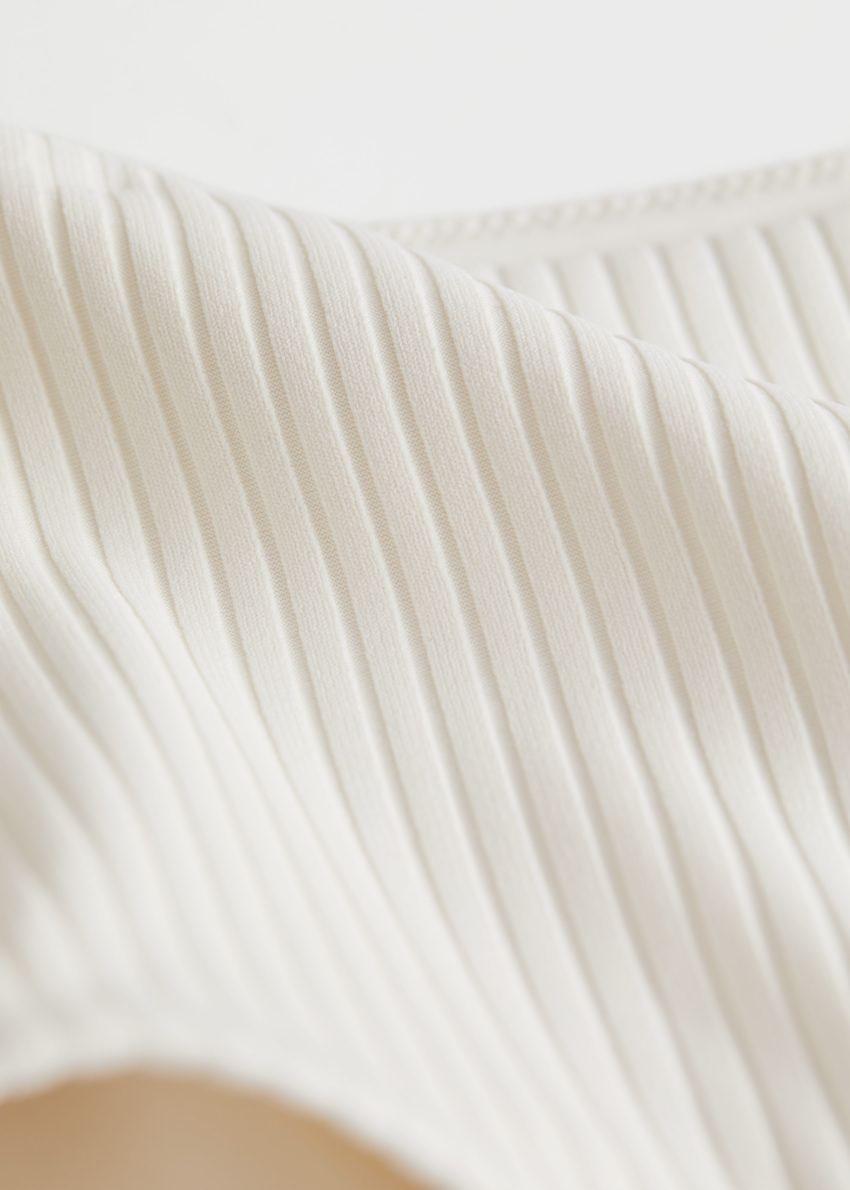 앤아더스토리즈 립 하이 웨이스트 비키니 브리프의 화이트컬러 Detail입니다.
