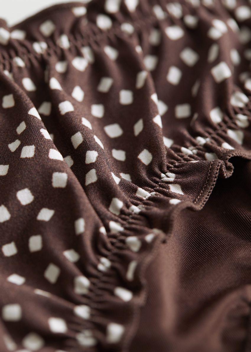 앤아더스토리즈 러플 트림 비키니 브리프의 화이트 도트컬러 Detail입니다.